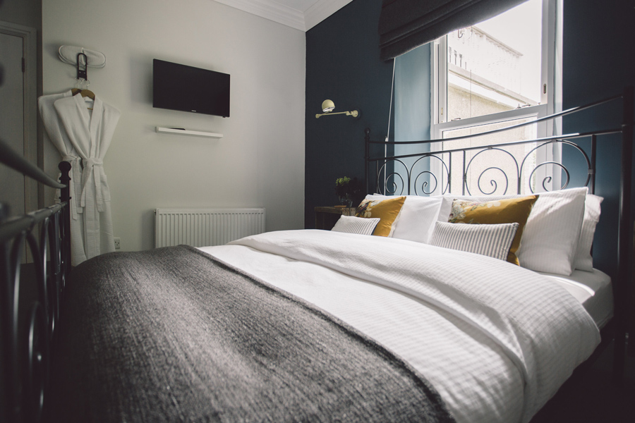 Langland Cove Room 1 Kingsized Double Bed family friendly